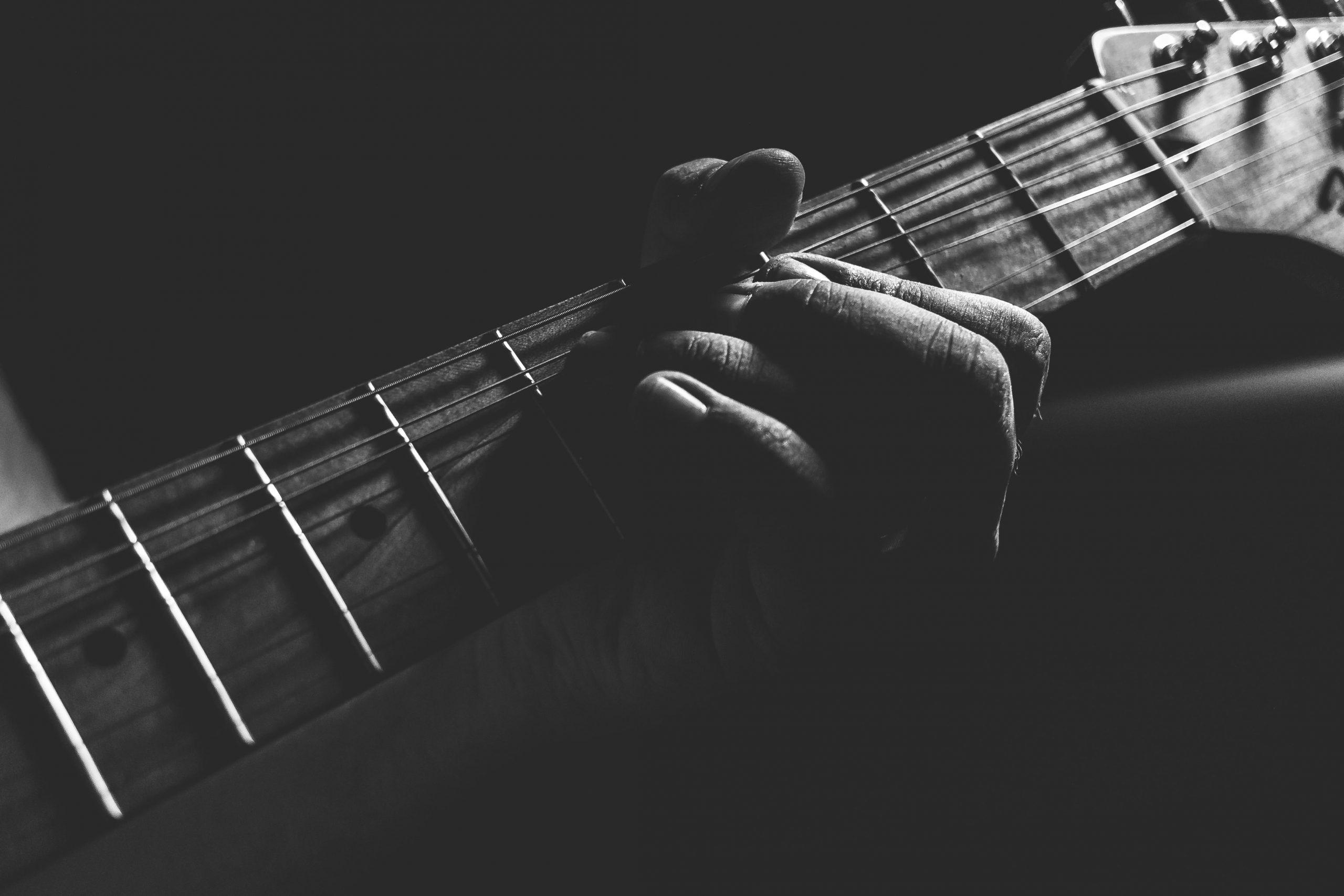 Elguitar og western guitar